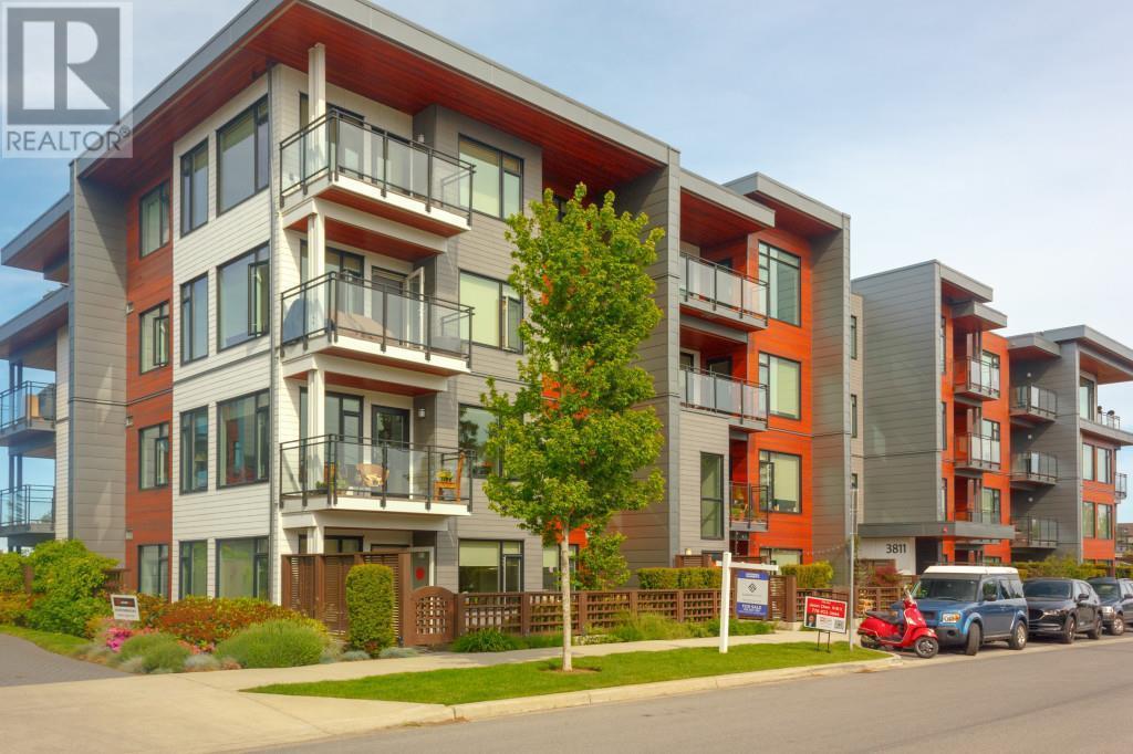 302-3811 Rowland Ave, victoria, British Columbia